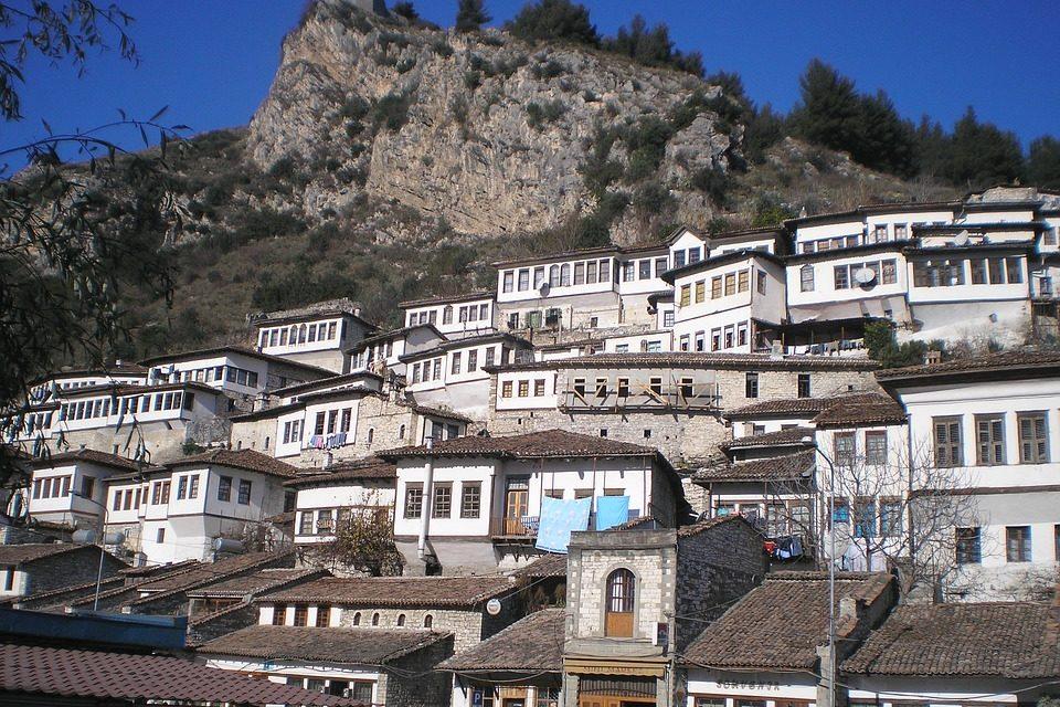 https://www.e20toscani.com/wp-content/uploads/2019/02/albania-2-960x640.jpg